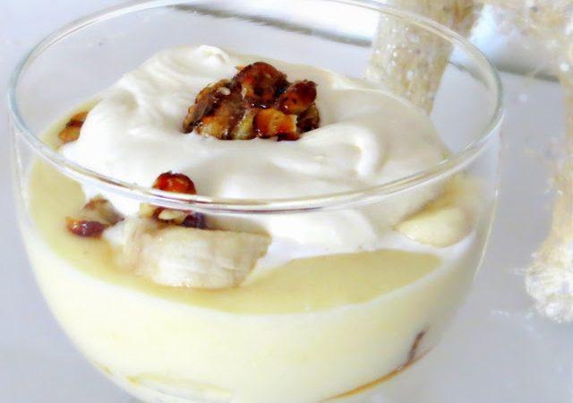 Cremiger Grießbrei mit Banane und Nusscrunch