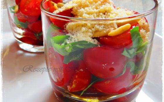 Tomatensalat im Glas