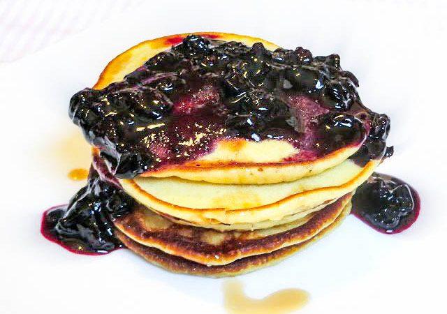 Pancakes mit Blaubeer-Topping