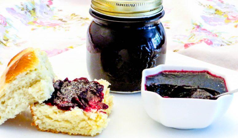 Heidelbeer-Vanille-Konfitüre mit Amaretto