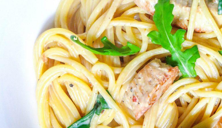 Putenschnitzel in Orangenrahm mit Rucola-Pasta