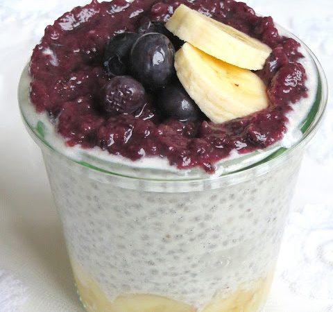 Overnight Oats | Chia Kokos Pudding mit Banane und Beeren