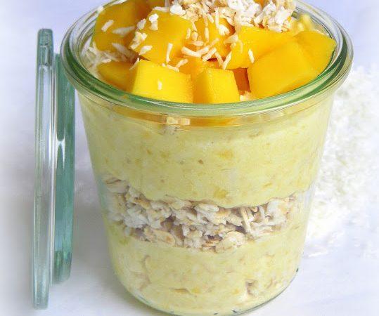 Mango-Joghurt mit Kokos-Haferflocken