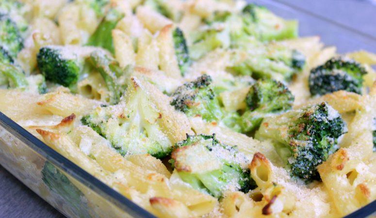 Nudelauflauf mit Brokkoli und Parmesansoße