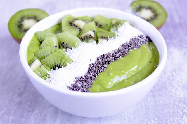 Tropical Green Smoothie Bowl ♡