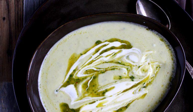 Blumenkohlsuppe mit Chimichurri und Creme Fraiche