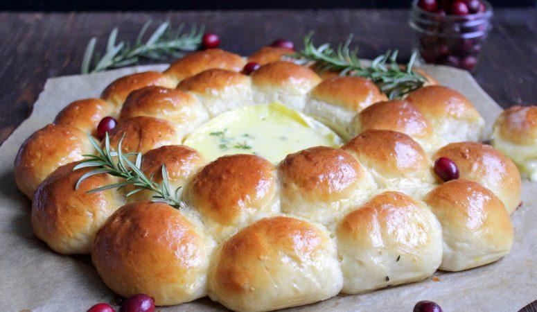 Herzhafter Brotkranz mit Camembert
