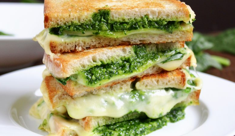 Spinat Pesto Grilled Cheese Sandwich