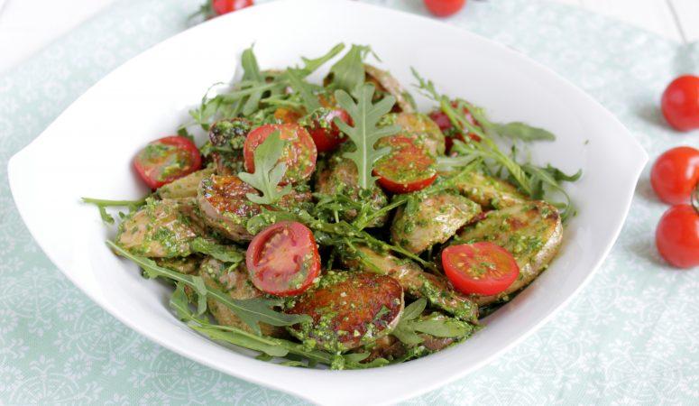Backkartoffelsalat mit Rucola und Tomaten