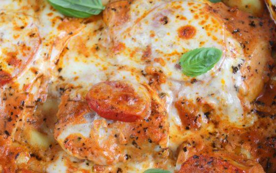 Putenschnitzel Tomate Mozzarella mit Gnocchi