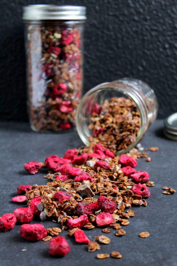 cherry choc granola schoko granola mit sauerkirschen. Black Bedroom Furniture Sets. Home Design Ideas