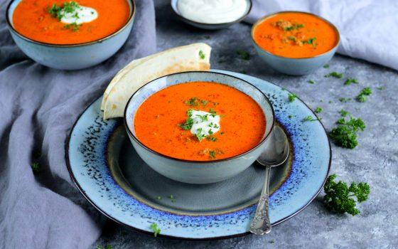 Ajvar Suppe mit Hackfleisch