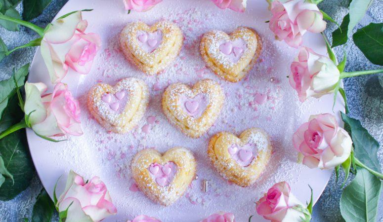 Herz Cupcakes mit Himbeersahne