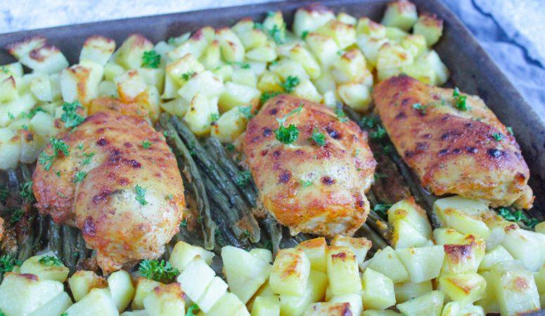 Honig-Senf-Hähnchen mit Kartoffeln und Bohnen