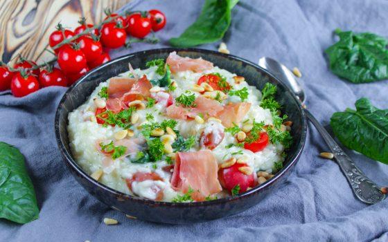 Risotto mit Parmaschinken, Spinat und Tomaten
