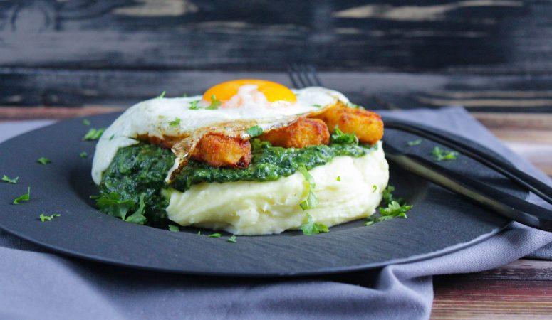 Kartoffelpüree mit Spinat, Fischstäbchen und Spiegelei