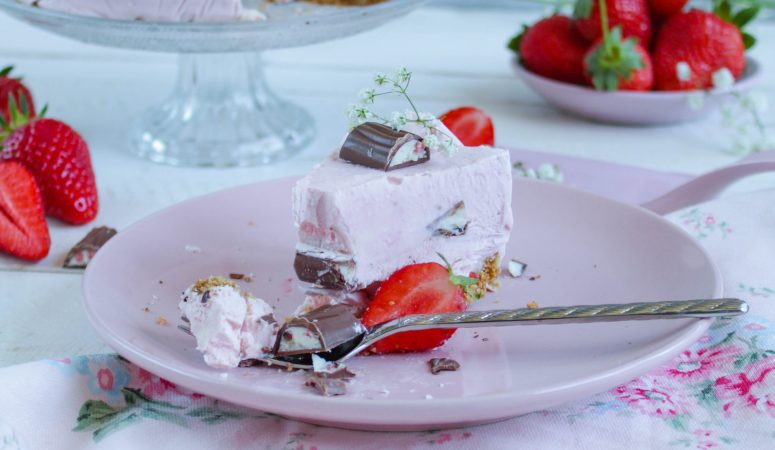 Erdbeer Yogurette® Eistorte