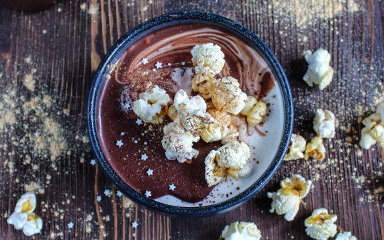 Karamellcreme mit Popcorn