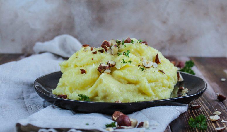 Pastinaken-Kartoffelpüree mit Haselnüssen