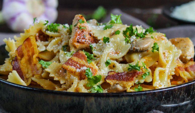 Pasta mit Hähnchen und geröstetem Knoblauch | Cheesecake Factory® Copycat