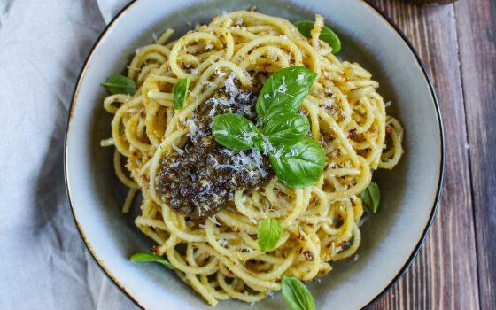 Spaghetti mit Macadamia Pesto