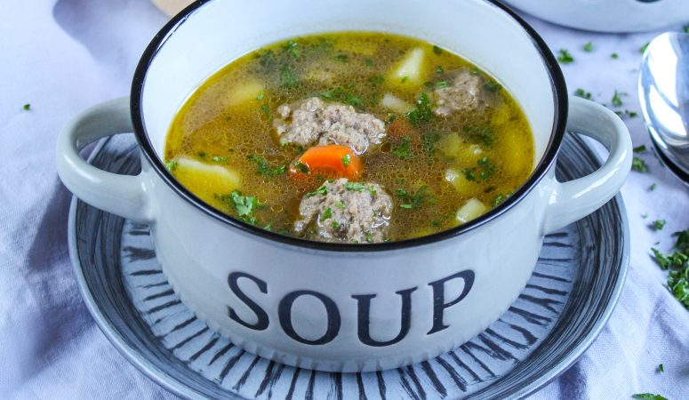 Hackbällchen Suppe
