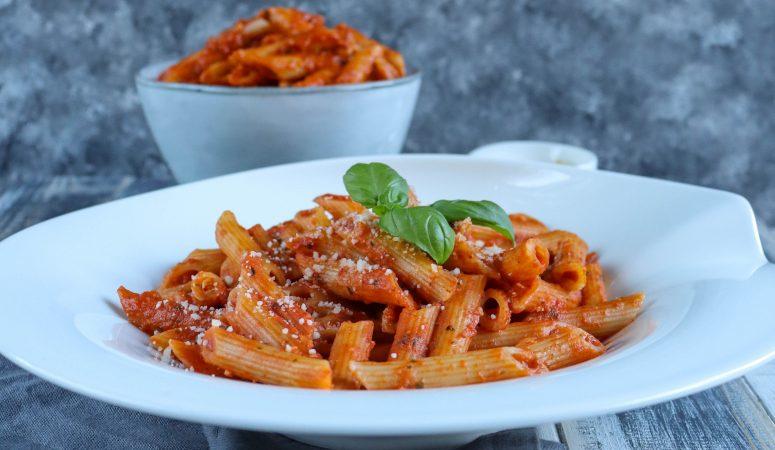 Pasta mit Pesto-Tomatensauce