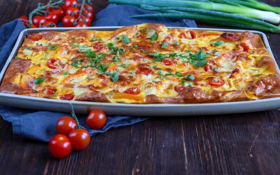 Ofen-Omelette mit Kartoffeln und Gemüse