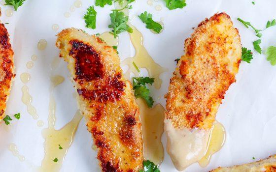 Chicken Fingers mit heißem Honig und Dip