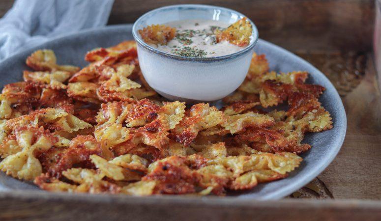Pasta Chips mit Pizzadip